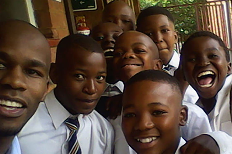Katlego(extreme left) -Selfie with Grade 7 Mentees from Nkholi Primary School ( 2015)